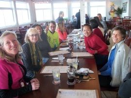Pre-race Dinner at the Ruddy Duck with local runners. Photo credit: Crystal Rapp