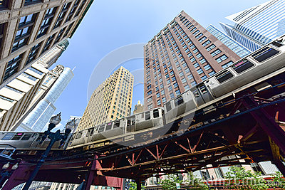chicago-cta-subway-loop-train-overhead-track-skyscrapers-62479080